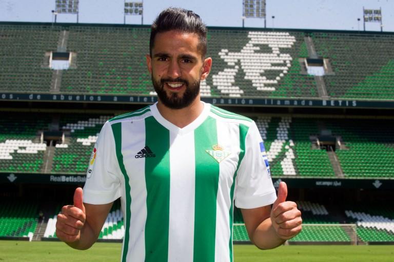 Ryad Boudebouz, milieu offensif du Betis Séville, pourrait signer à l'OGC Nice cet hiver.