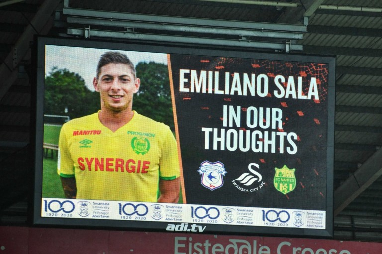 Emiliano Sala décédé suite à l'accident de son avion en mer.