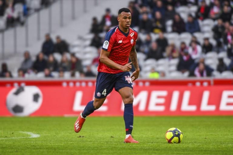 Gabriel, défenseur central à Lille OSC.