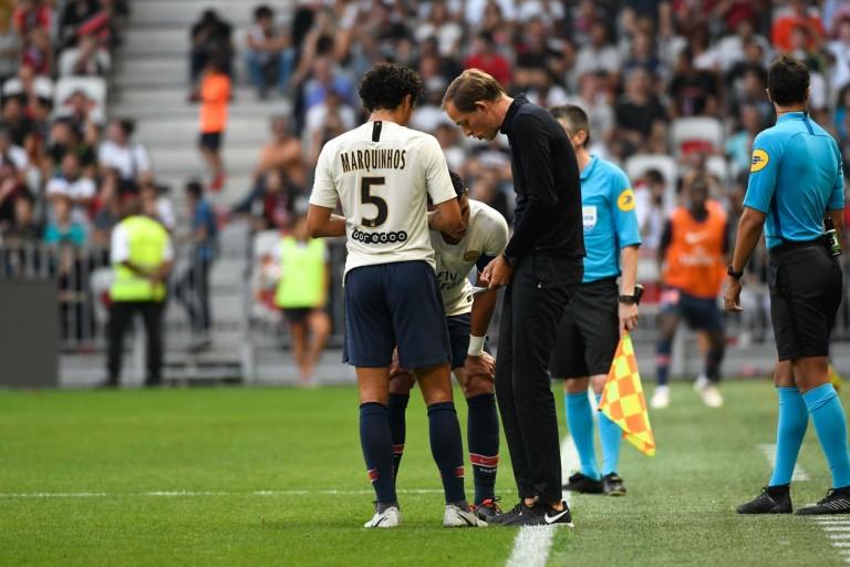 Marquinhos et Thiago Silva recevant les instructions de leur entraîneur Thomas Tuchel.