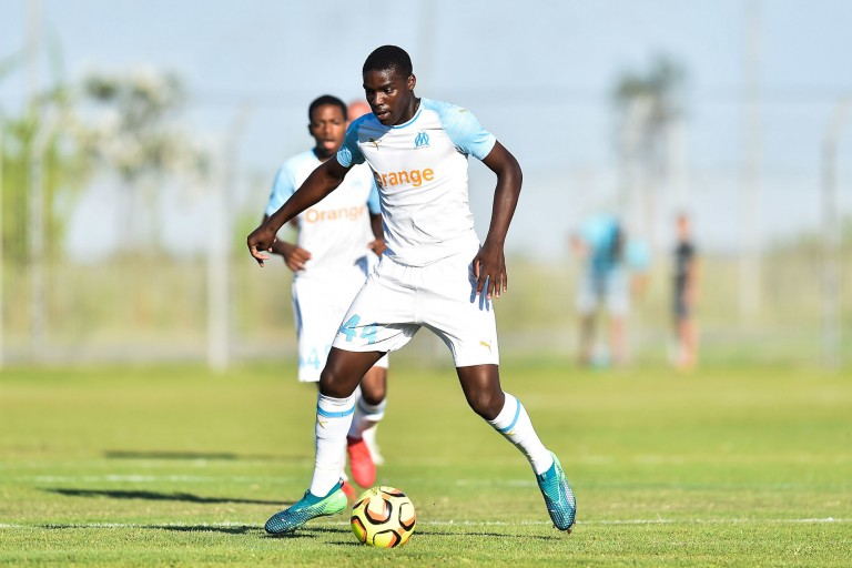 Le jeune Niels Nkounkou s'engage avec Everton — OM Mercato