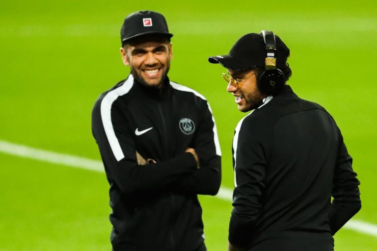 Dani Alves finalement vers un départ du PSG cet été ?
