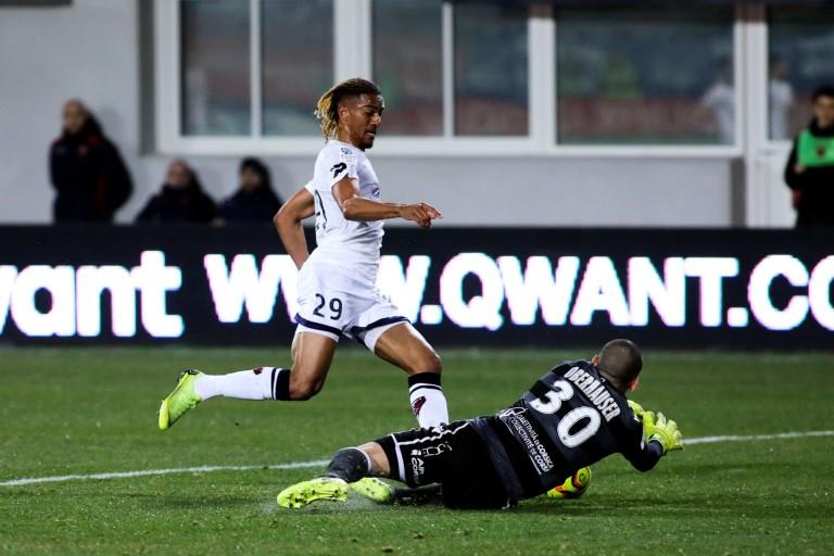Florian Ayé, attaquant de Clermont Foot suivi de près par l' ASSE.