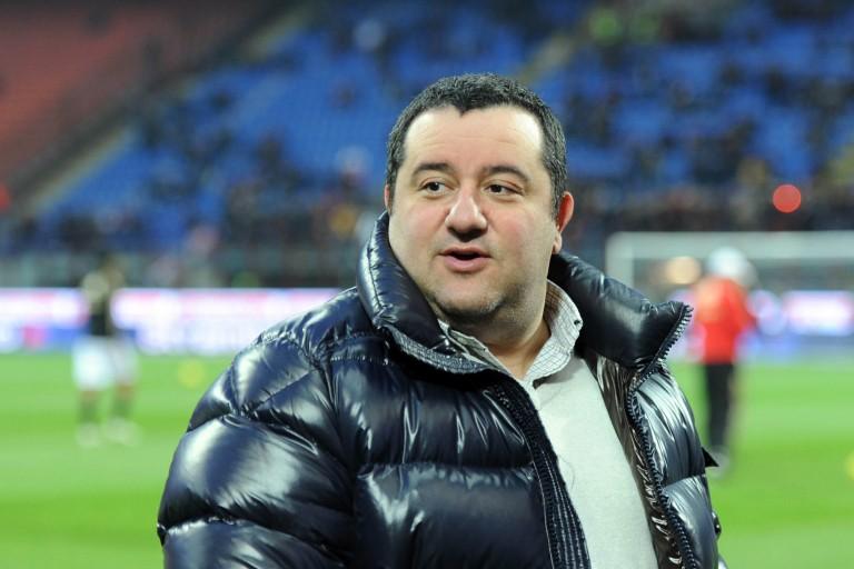 Mino Raiola, agent de joueurs, manoeuvre pour le PSG cet été.