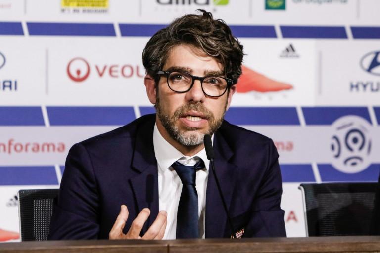 Junho , directeur sportif de l' OL, cherche toujours un défenseur central.