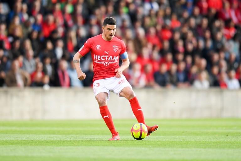 Nîmes refuse l'intérêt de l' OM et de Rennes pour Briançon