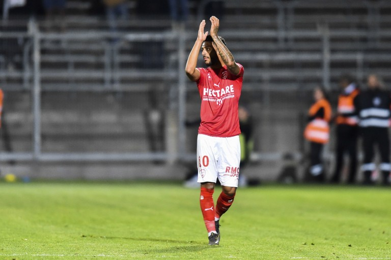 Denis Bouanga, attaquant de Nîmes Olympique, ciblé par l' ASSE, l' OL, Rennes et l' OGC Nice.