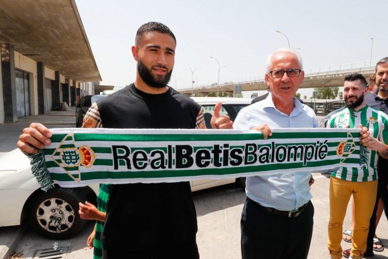 Nabil Fekir recruté à l' OL par le Betis Séville.