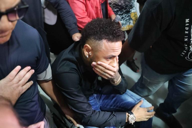 Neymar pourrait finalement rester au PSG cette saison.