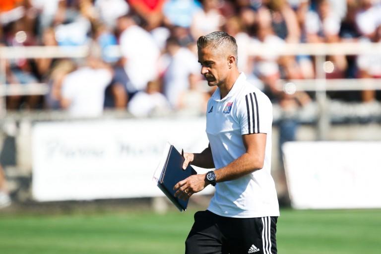 Sylvinho, le coach de l' OL cherche le remplaçant de Nabil Fekir.