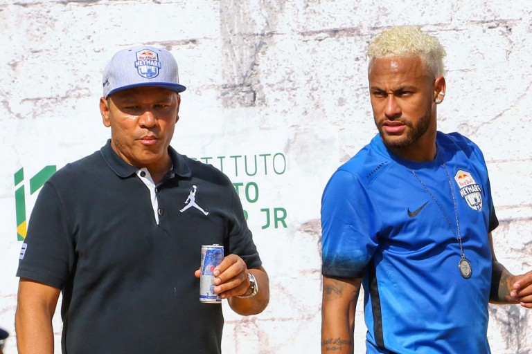 Neymar et son père lors d'un tournoi de sa fondation au Brésil.