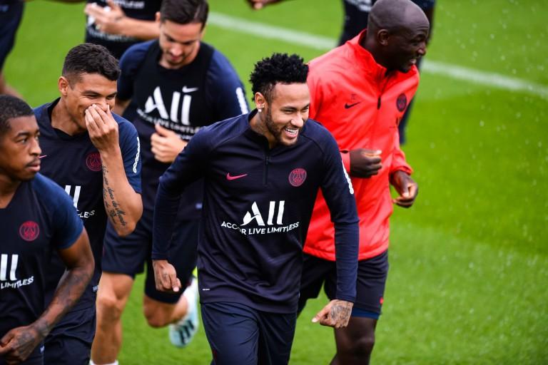 Neymar et le PSG discutent pour une prolongation de contrat.