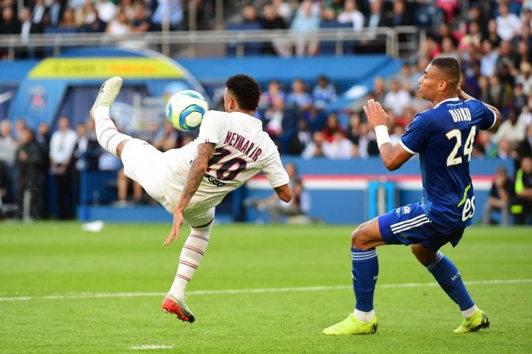 La présence de Neymar au PSG fait plaisir à Jay-Jay Okocha