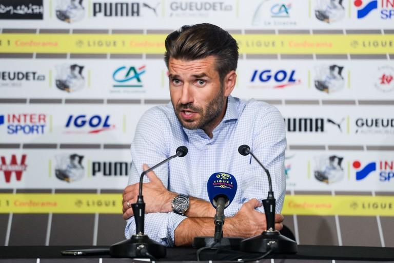 Entraineur d'Amiens SC, Luka Elsner en conférence de presse