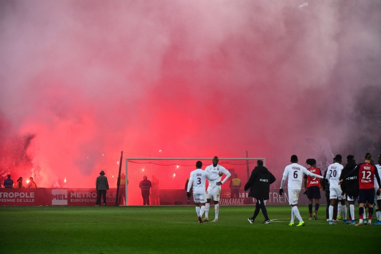 Losc lille - fc metz fumigenes engins pyrotechniques