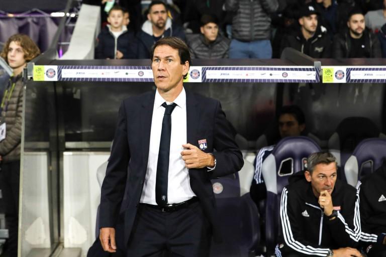 Rudi Garcia, le nouveau coach de l' OL contesté par des supporters du club.