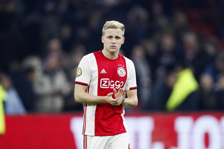 Ajax Amsterdam : Donny Van de Beek ouvre la porte à un départ la saison prochaine