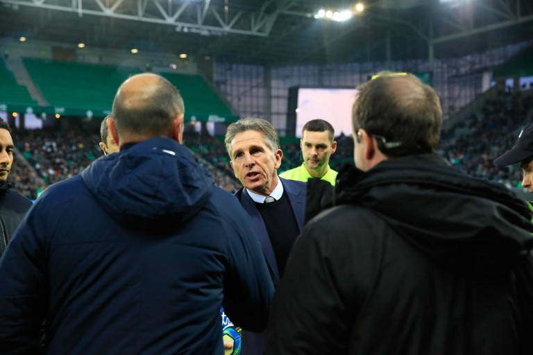 Claude Puel tancé par les fans de l' Asse