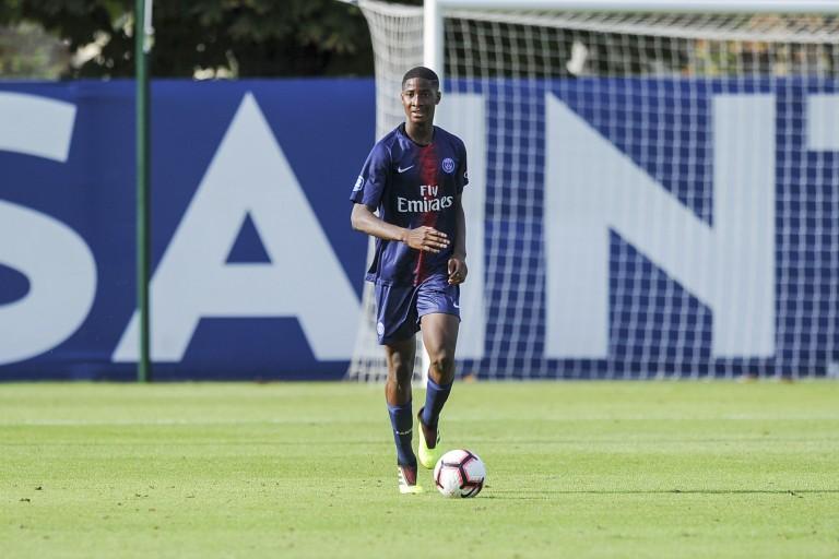 Moussa Sissako, défenseur central du PSG prêté au Standard de Liège.
