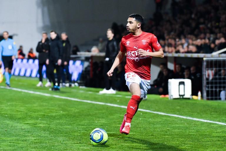 Yassine Benrahou, milieu offensif du Nîmes Olympique prêt à défier le RC Lens