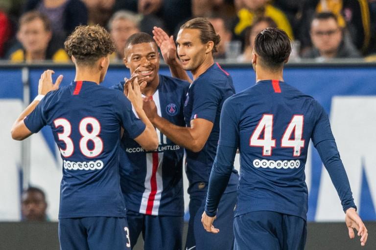 Adil Aouchiche, Kylian Mbappé et deux autres joueurs du PSG