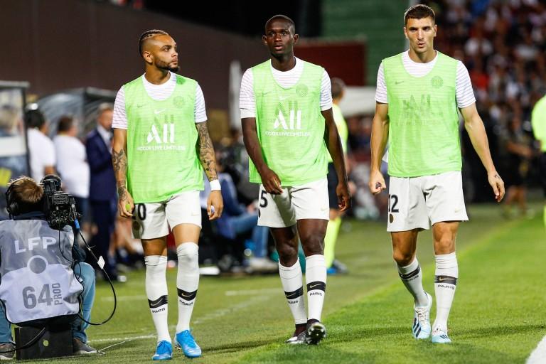 Layvin Kurzawa (à gauche), Tanguy Kouassi (milieu) et Thomas Meunier (à droite) au PSG