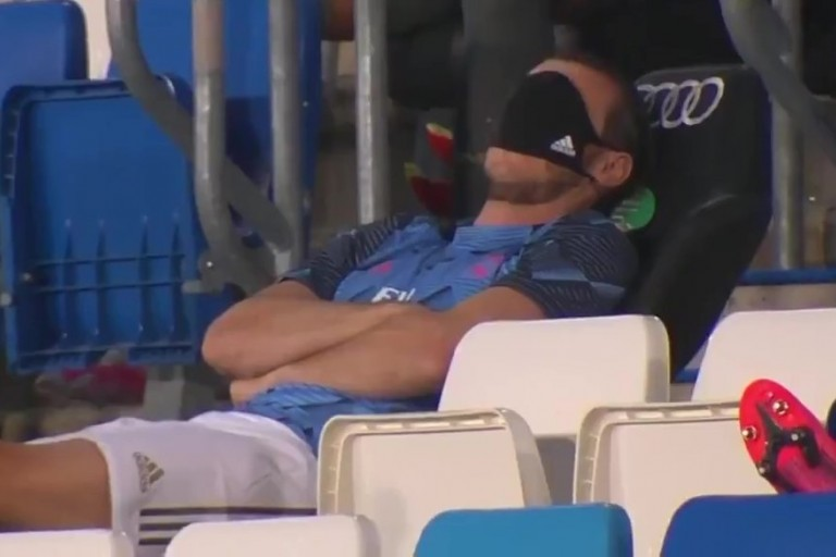 Gareth Bale continue de faire le pitre sur le banc de touche