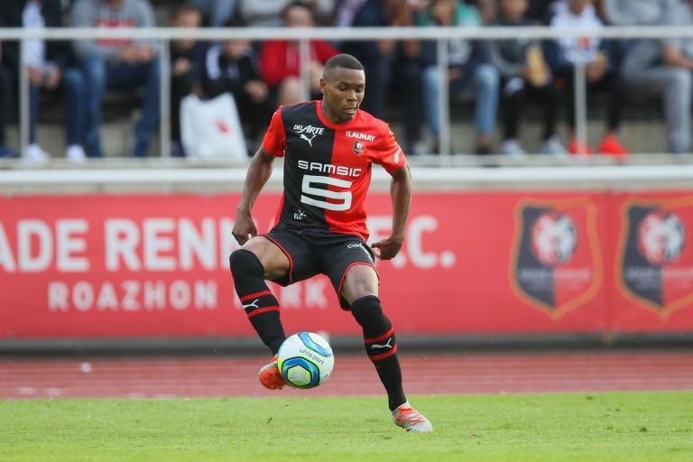 Stade rennais fc mercato : FC Lorient , Armand Laurienté  a signé