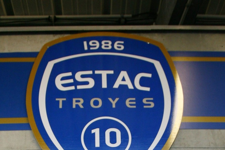 L'ESTAC vendu à City Football Group
