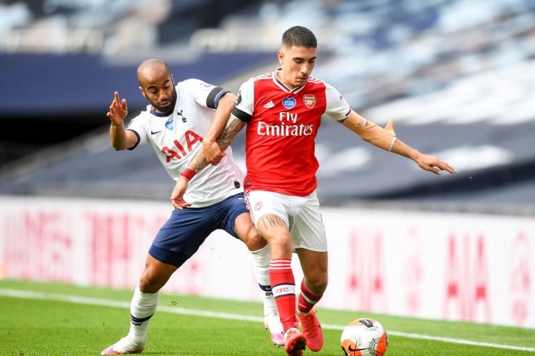 Hector Bellerin (balle au pied), défenseur d'Arsenal dragué par le PSG