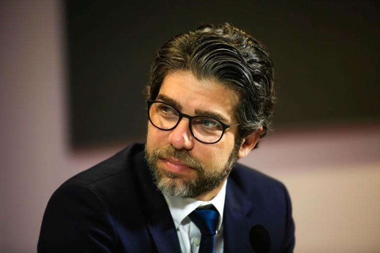 Juninho, directeur sportif de l'OL, fonce sur Facundo Pellistri
