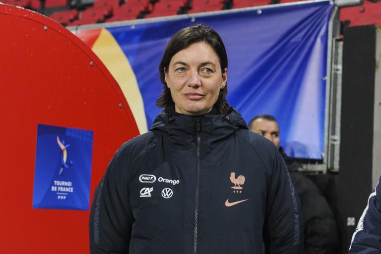 Corinne Diacre sera sélectionneuse de l'équipe de France féminine jusqu'à l'Euro 2022.