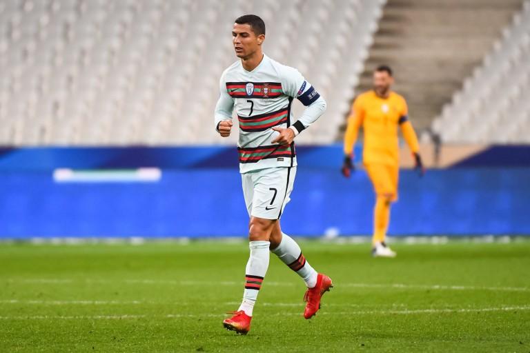 Cristiano Ronaldo est positif au Covid-19 et manquera un match du Portugal et de la Juventus.