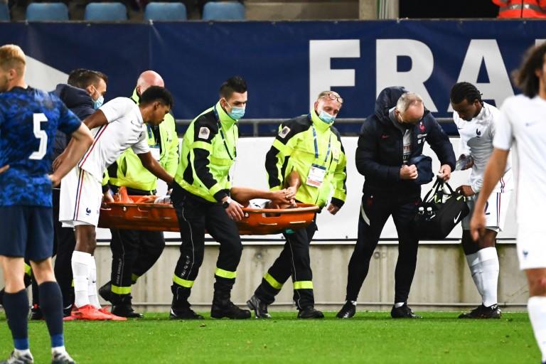 Le défenseur de l'ASSE Yoann Maçon est sorti sur blessure lors du match de qualification à l'Euro 2021
