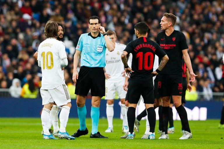 Juan Martinez Munuera, arbitre du Clasico FC Barcelone - Real Madrid, serait un fervent supporter du Real Madrid