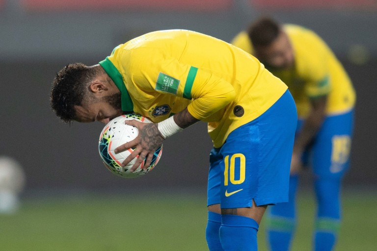 Le joueur du PSG Neymar a de nouveau créé la polémique avec le Brésil.