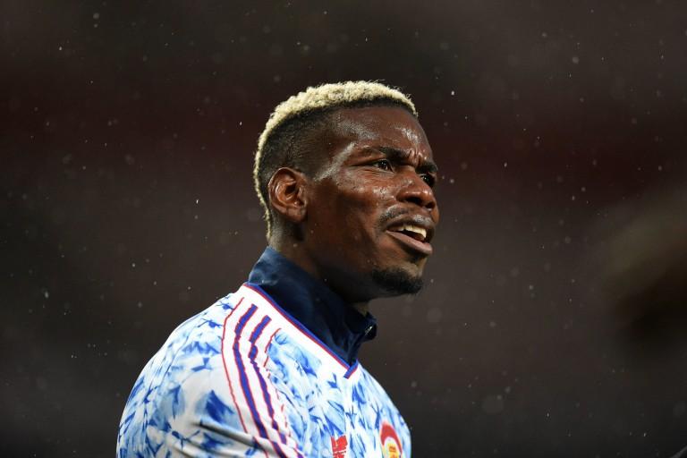 Le meneur de l'équipe de France et de Manchester United, Paul Pogba, porte plainte contre un tabloïd anglais.