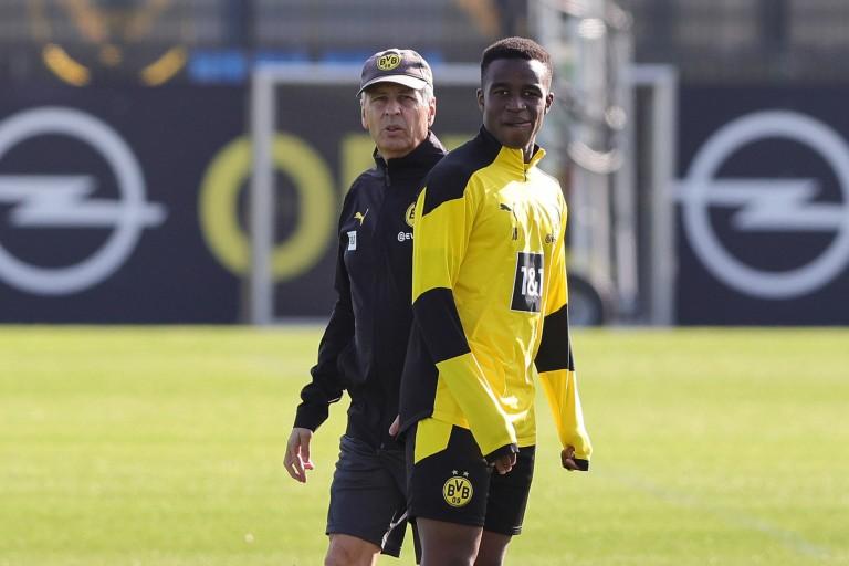 Borussia Dortmund : Youssoufa Moukoko victime d'insultes racistes et de menaces de mort lors du derby à Schalke