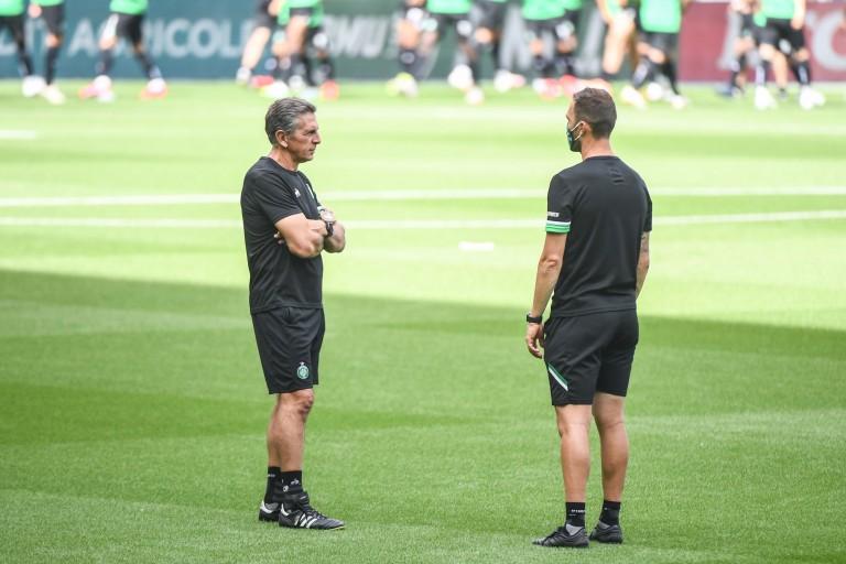 Le coach de l'ASSE Claude Puel et son adjoint Julien Sablé.