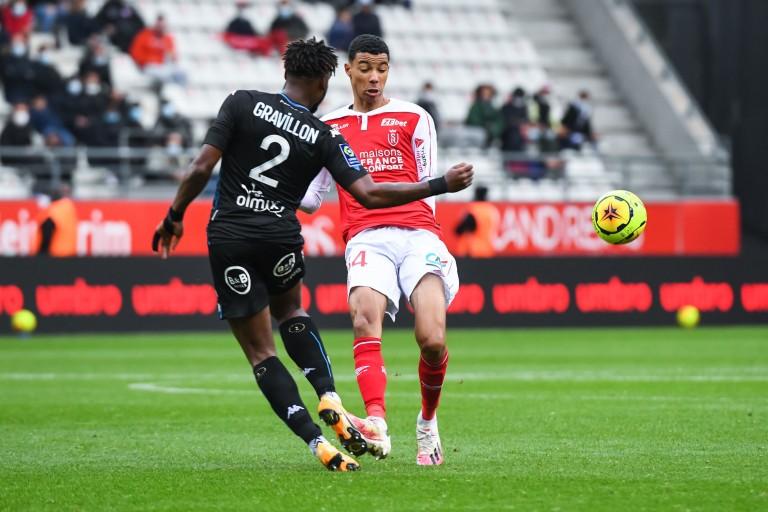 Andreaw Gravillon, défenseur central du FC Lorient