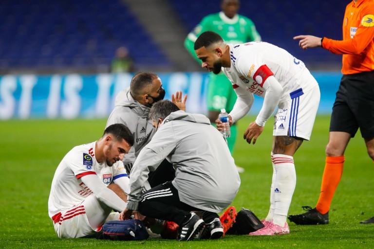 Houssem Aouar blessé contre lors de OL - ASSE