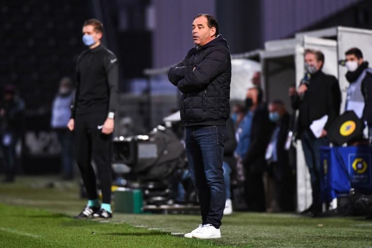 Angers SCO : Stéphane Moulin dénonce un penalty non sifflé contre Anthony Lopes.