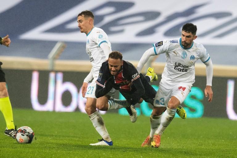 Duel entre Neymar et Alvaro lors de PSG-OM