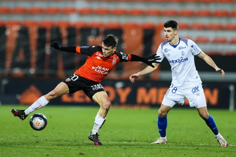 Enzo Le Fée conditionne le FC Lorient