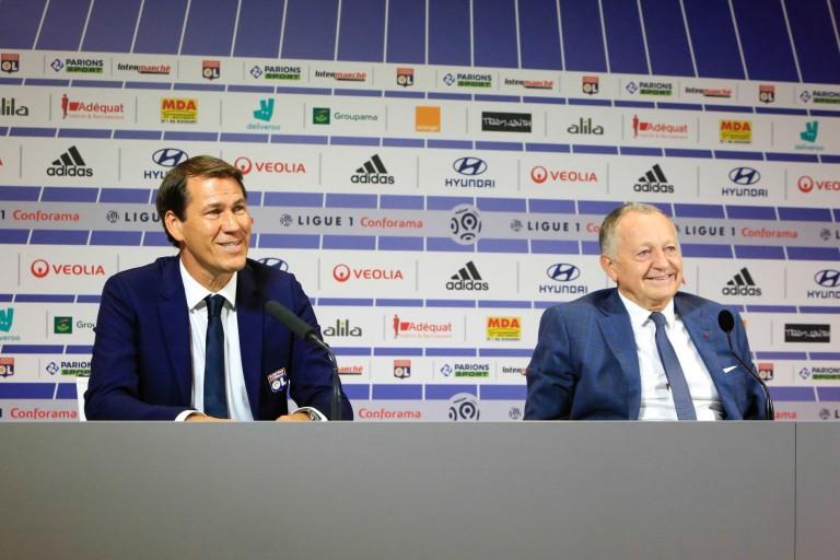 Rudi Garcia et Jean-Michel Aulas lors d'une conférence de presse pour l'Olympique Lyonnais.