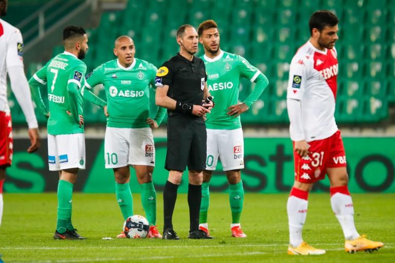 Ryad Boudebouz de retour dans le groupe de l'ASSE.