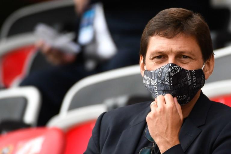 Leonardo, directeur sportif du PSG, tient sa première signature.