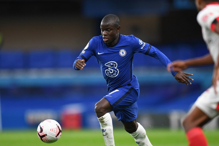 N'Golo Kanté, milieu de terrain de Chelsea courtisé par le PSG.