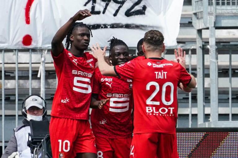 le Stade Rennais gagne face à Angers 0-3. Doku marque