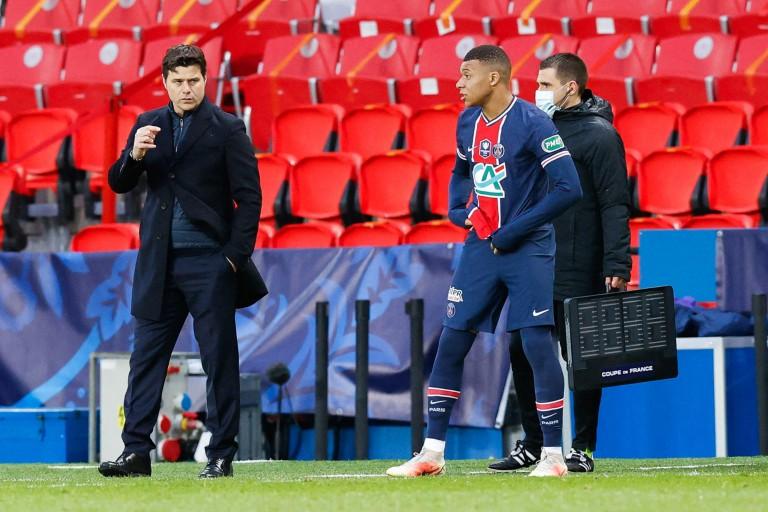 Mauricio Pochettino, coach du PSG et le buteur Kylian Mbappé.